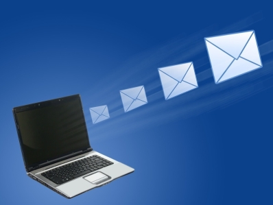 Unul din cinci emailuri trimise prezinta riscuri financiare