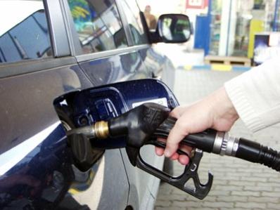 Pretul carburantilor a scazut cu 4 bani pe litru la Petrom si OMV