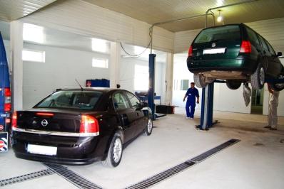 Service-urile auto: obligate sa permita clientilor vizualizarea directa a lucrarilor