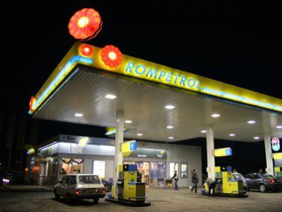 Rompetrol a scumpit din nou benzina cu 7 bani pe litru