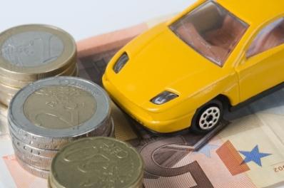 Taxa auto va fi restituita doar celor care au platit-o in 2011