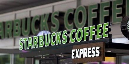 Starbucks va introduce optiunea de plata in avans, pentru servicii mai rapide