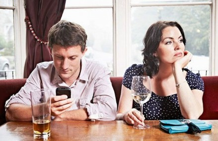 Nu puteti renunta la telefon cand sunteti cu prietenii? Exista o aplicatie in acest scop