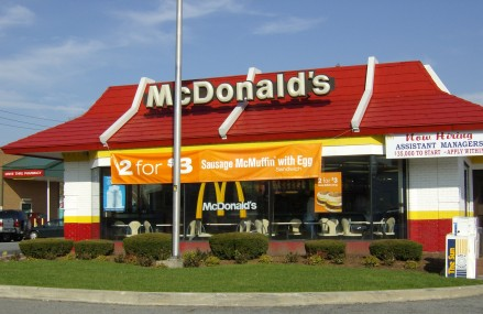 McDonald's, investigat din cauza a trei companii din Italia