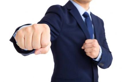 Bancherii au coborât din turnul de fildeş şi ies la atac împreună. Pe termen scurt, costurile pentru Legea dării în plată le vom plăti noi, dar pe termen lung, nota de plată va fi plătită de clienţi