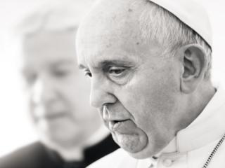 Papa Francisc a condamnat terorismul si indiferenta Europei