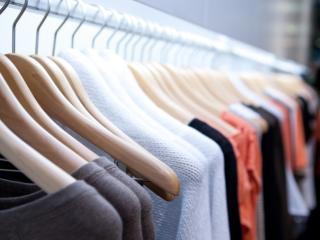 Jumatate din vanzarile de haine din Romania au loc in piete