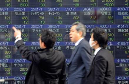 Yenul devine rapid moneda-refugiu pentru investitori. Banca Japoniei se adaptează din mers la efectele politicilor de relaxare monetară adoptate