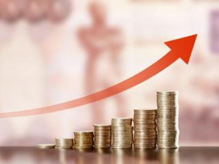 Salariile au continuat sa creasca in ritm sustinut in luna martie, avansul anual a depasit 12%