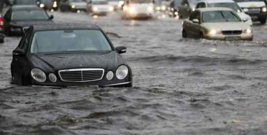 Inundaţii în trei localităţi din judeţul Timiş în urma unor ploi abundente