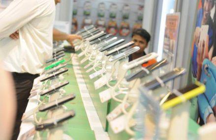 Producatorii indieni de smartphone-uri le arunca manusa concurentilor chinezi