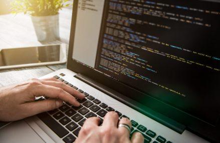 FastTrackIT oferă oportunități pentru cei atrași de domeniul tehnologiei informației