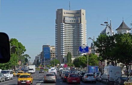 Bucureștenii nu renunță la mașini în ciuda traficului și a costurilor carburanților