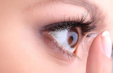 Lentilele de contact si machiajul. Cum sa nu afectezi sanatatea ochilor atunci cand te machiezi?