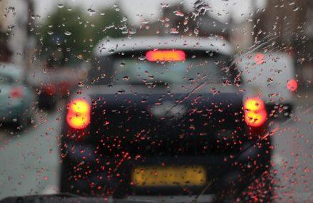 Sofatul in siguranta pe timp de ploaie | tractări.ro