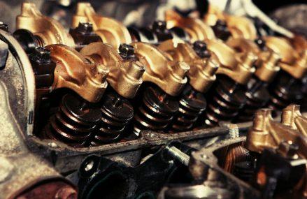 Uleiul atenueaza zgomotul produs de motor?