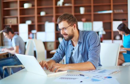 Studiu: Birourile open space au un efect benefic asupra angajaților