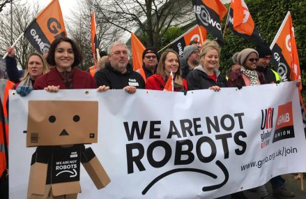 Mii de angajați ai Amazon din Europa au intrat în grevă de Black Friday