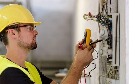 Electrician Bucuresti- ajutor specializat care indeparteaza orice defectiune