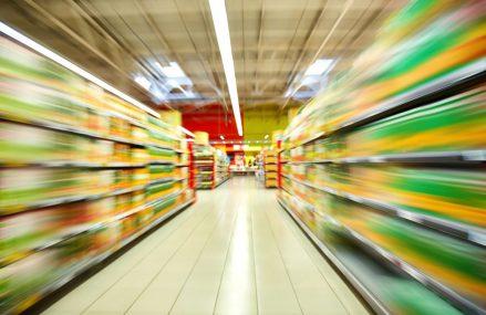 Românii, în febra cumpărăturilor. Retailul alimentar românesc depășește granița istorică de 100 mld.lei
