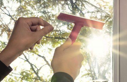 Beneficiile aduse de instalarea unor folii de protectie solara la ferestre