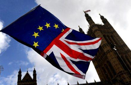 Studiu: Brexitul a avut o contribuţie mult mai mare la scăderea nivelului de trai din UK decât recesiunea din anii '90