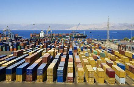 Goana nebunească după materii prime împinge preţurile de transport maritim de mărfuri la maxime pe ultimul deceniu