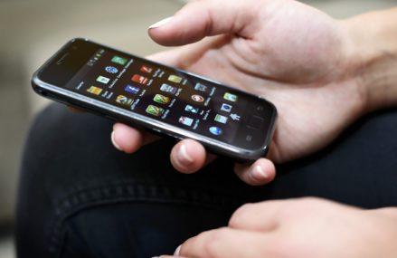 Studiu al IAB şi PwC: Bugetele alocate pentru reclamele afişate pe mobil le-au depăşit pe cele dedicate desktopurilor