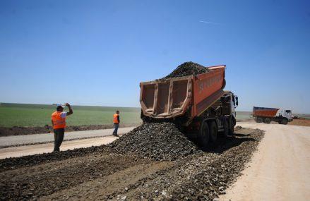Firmele se pregătesc de proiecte: camioanele de construcţii au crescut la un sfert din piaţă în 2020