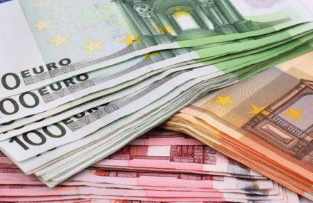 Investiţiile străine directe au ajuns la 4 mld. de euro în primele şapte luni, dar vremurile în care puneau umărul serios la finanţarea deficitului extern au apus. Adrian Codirlaşu, CFA România: Investitorii străini au încredere în evoluţia economică a României, însă rămâne deficitul de cont curent care a ajuns la 9 mld. de euro. Doar o parte din el este finanţat