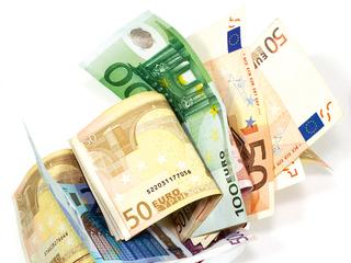 Comisionul zilei. Ce comisioane cer băncile pentru închirierea casetelor de valori? Sumele cerute sunt un procent din valoarea obiectelor depozitate sau o sumă minimă