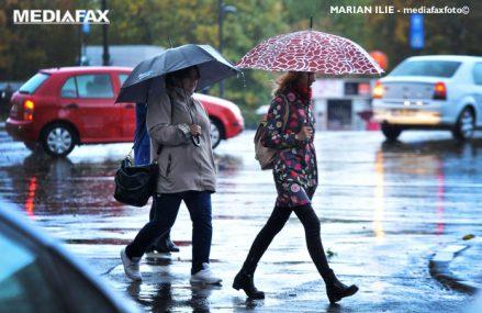 Aproape toată ţara sub cod portocaliu de ploi şi vijelii până în dimineaţa alegerilor locale