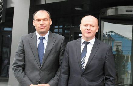 Fraţii Pavăl transferă deţinerile pe care le au la Electrica şi la Conpet de la Dedeman la Pavăl Holding