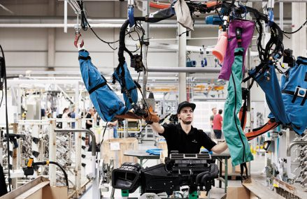 Veşti bune într-un ocean de date negative: Sectorul manufacturier ţine Germania pe calea redresării, iar încrederea consumatorilor europeni este în creştere