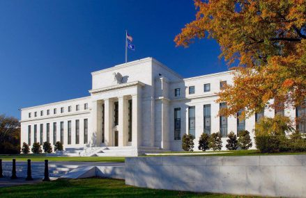 Fed anunță noi măsuri de stimulare, de 2.300 de miliarde de dolari, pentru afacerile cu până la 10.000 de angajați și autoritățile locale