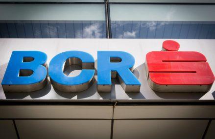 Băncile, asaltate de apeluri în call-centers. BCR deschide două noi centre și pregătește încă trei pentru a reduce durata de așteptare