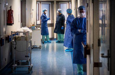 Covid 19: Morţi ţinuţi în mizerie, pe jos sau pe mese, la morga spitalului din Horezu