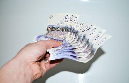 Marea Britanie vinde obligațiuni cu randament negativ pentru prima oară în istorie