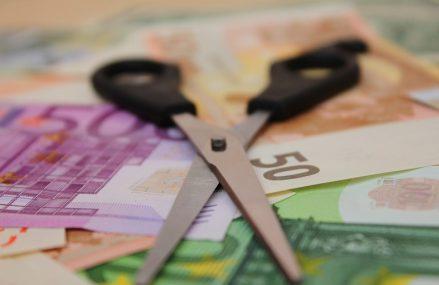 Românii și grecii resimt cea mai abruptă scădere a bunăstării financiare în urma pandemiei