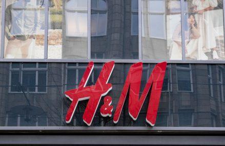 Decizia majoră luată de H&M pe timp de criză: Retailerul suedez va închide 250 de magazine pe fondul crizei generate de COVID-19