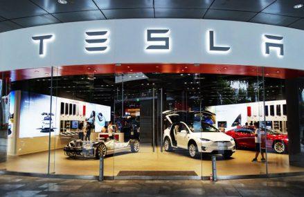 Tesla pariază pe piaţa auto din China şi plănuieşte să producă pentru prima dată 500.000 de maşini electrice în ciuda obstacolelor lansate de pandemie: CEO-ul Elon Musk ţinteşte o creştere de 30% în ultimele trei luni ale anului