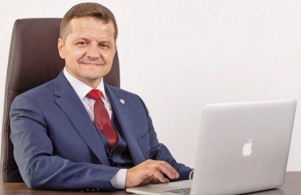 ZF Live. Ştefan Vuza, preşedinte Chimcomplex: Piaţă există, cerere există, bani sunt, dar nu sunt proiecte de dezvoltare a industriei chimice. Avem nevoie de un lider care să ne adune pe toţi la masă şi un partid care să-şi asume politic sprijinirea domeniului chimic