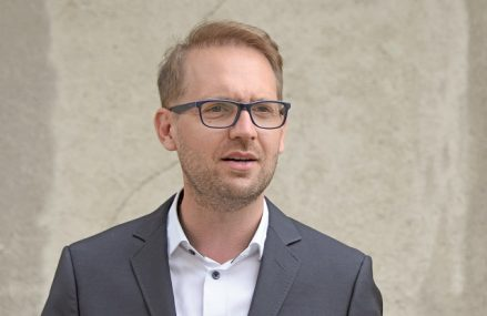 Interviu spectaculos cu Dominic Fritz, noul primar al Timişoarei, care este german, dar a putut să candideze pe baza rezidenţe: Timişorenii nu au ales un paşaport, ci au ales un om care să aducă rezultate, aceasta este ideea europeană. Aşa cum mulţi români au ales să locuiască în alte ţări, aşa eu am ales să fac din Timişoara casa mea