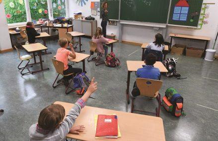 Situaţia şcolilor la zi. Zeci de unităţi de învăţământ au trecut în scenariul roşu de la începerea noului an şcolar