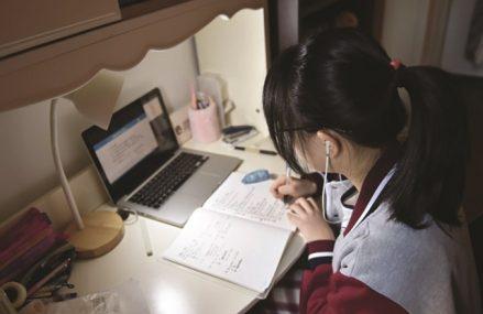 Pandemia închide şcolile: Numărul unităţilor de învăţământ care funcţionează în scenariul roşu a depăşit 1.400