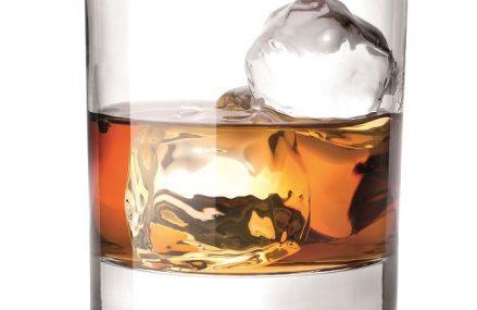Pandemia va reduce volumele de vânzări de băuturi spirtoase din HoReCa cu aproape o treime. Piaţa de 1,67 milioane de hectolitri de alcool este împărţită între segmentele retail şi HoReCa