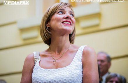 Alegeri locale 2020. Carmen Iohannis a venit singură la vot, în Sibiu