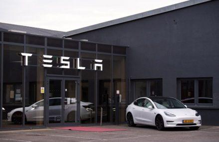 Tesla va lansa cea mai ieftină maşină electrică din istoria companiei: Noul Model S va costa 25.000 de dolari şi va fi gata în aproximativ trei ani. Elon Musk speră să producă 20 de milioane de maşini în viitorul apropiat – cu mult peste numărul de vehicule vândute anul trecut în SUA