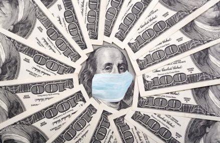Dolarul american se va prăbuşi până la sfârşitul lui 2021, iar economia Statelor Unite are 50% şanse să se confrunte cu o recesiune dublă, spune un economist din cadrul Universităţii Yale