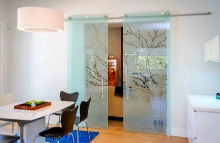 Trend alert – usi de interior cu sticla printata cu diverse imagini